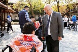 Engelli Bireylere Akülü Sandalye