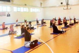 Milas'ta kadınlar, sabah ve akşam sporu kursunda..