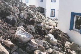 Meşelik Mahallesi'nde Taş Duvar Çöktü..