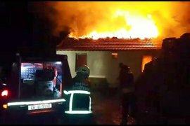 Bacadaki kıvılcım evi yaktı