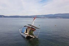 Güllük'te fırtına tekneleri batırdı, çatıları uçurdu
