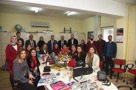 Başkan Tokat Öğretmenler Günü'nü Kutladı..