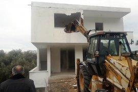 Bodrum'da imara aykırı kaçak binaların yıkımı sürüyor