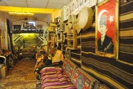 Bakkal dükkânındaki tarih