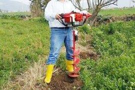 Okulda akademisyen, tarlada çiftçi