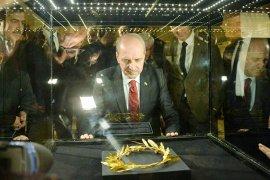 Milaslılar Altın Taç'ı geri istiyor