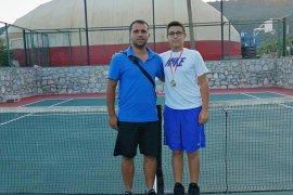 İMİ Koleji tenis şampiyonları çıkarmaya devam ediyor