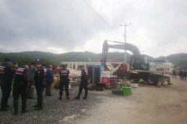 Akbük'teki kaçak yapılar yıkılıyor
