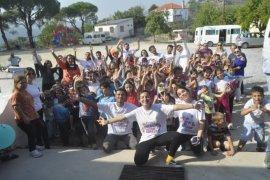 Üniversitelilerden köy okuluna sevgi eli