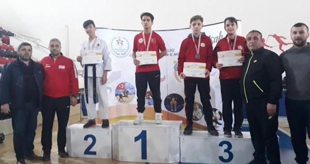 Anadolu Yıldızları Karate Turnuvası'nda Yarı Finale Yükseldik