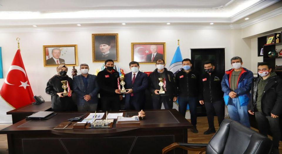 Erzicanlı Sporcular Adana'dan Üç Kupa İle Döndü