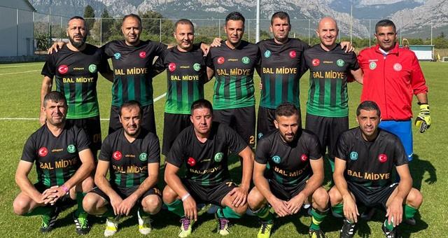 Kupa yine Bodrum Belediyesi Masterlar Futbol Takımı'nın