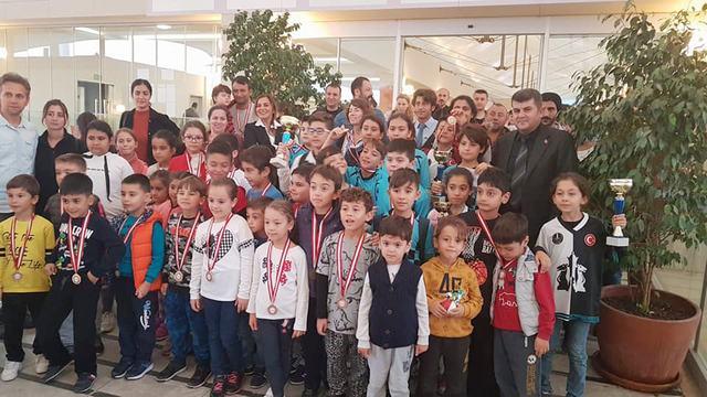 200 Sporcu Atatürk Turnuvasında Buluştular