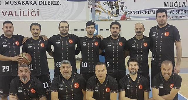 Veteranlar Basketbol Ligi'ne galibiyetle başladılar