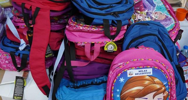 Milas Belediyesi'nden öğrencilere kırtasiye yardımı