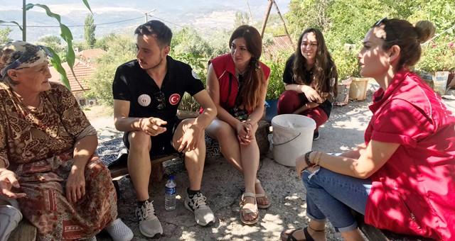 Gönüllü gençler yangın bölgesinde psikososyal destek sağlıyor