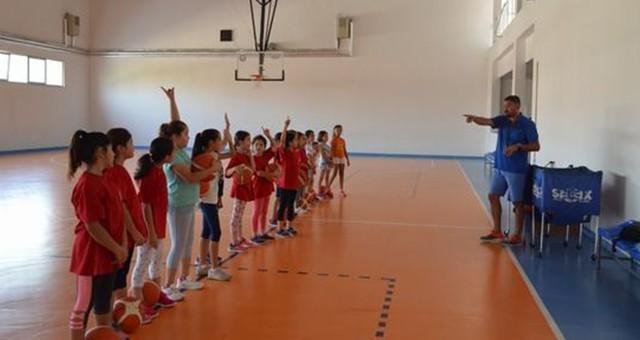 Miniklere Basketbol Kursu Yaz Boyunca Devam Edecek