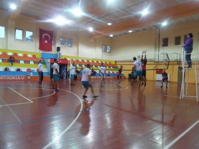 24 Kasım Öğretmenler Voleybol Turnuvası Tamamlanıyor