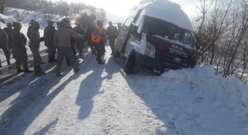Siirt'te Güvenlik Korucuları Taşıyan Minibüs Kaydı!