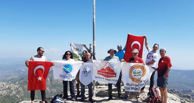 Zafer Bayramı'nı Tekerlek Tepe'de kutladılar