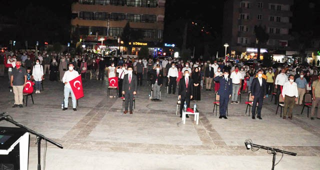 """""""15 Temmuz Demokrasi ve Milli Birlik Günü"""" anıldı"""