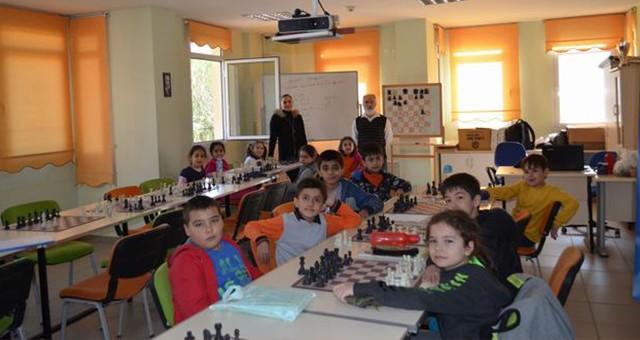Milas Belediyesi satranç kursları sürüyor