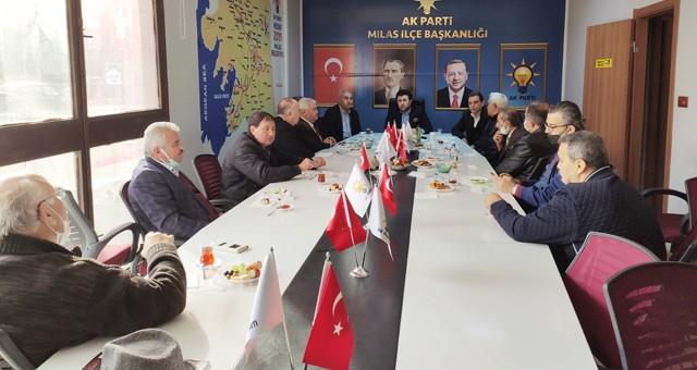 İlçe Başkanı Emin Çelik Milas'ın tanınan yüzleri ile kahvaltıda bir araya geldi