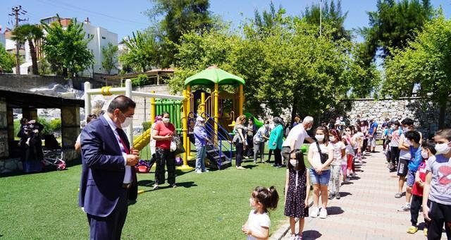 Başkan Tokat, çocuklara oyuncak dağıttı