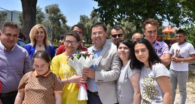 Başkan Tokat 'özel' bireyleri ziyaret etti..
