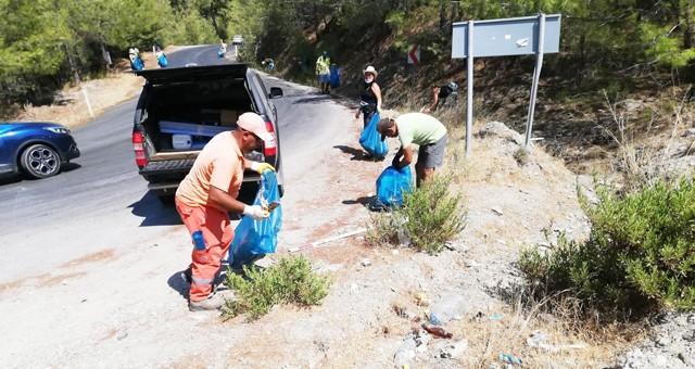 Çalışanlar ve gönüllüler çevre temizliği gerçekleştirdi