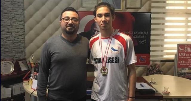 2 sporcu 2 Şampiyonluk