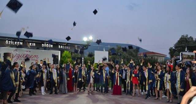 Dr. Mete Ersoy Ortaokulu da mezunlarını uğurladı