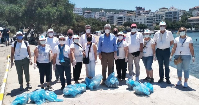 İYİ Partililer Güllük ve Ören'de sahil temizliği yaptı