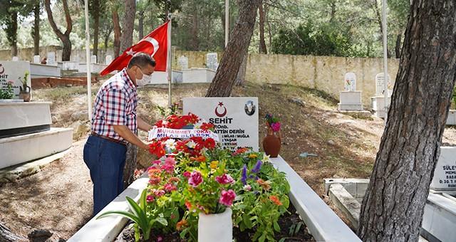 Başkan Tokat, şehit mezarlarını ziyaret etti