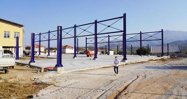 Başkan Tokat, yapımı devam eden Bafa Pazar Yeri ve Otopark'ı yerinde inceledi..