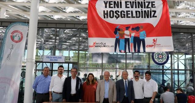 """CHP GENÇLİK KOLLARI'NDAN ÜNİVERSİTELİLERE """"HOŞGELDİNİZ"""" STANDI"""