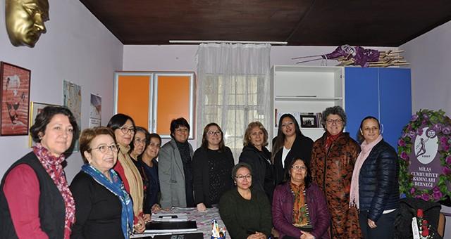Cumhuriyet Kadınları Derneği'nde  Yeni Başkan Nurgül Çöllüoğlu…