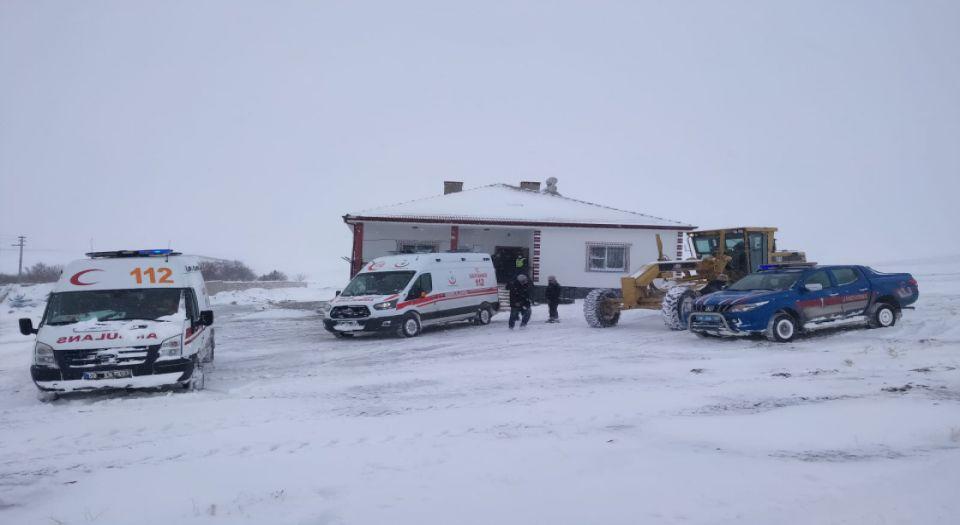 Hamile Kadını Taşıyan Ambulansa Kurtarma Operasyonu