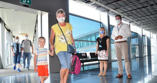 Milas-Bodrum Havalimanı'na Rus turistleri taşıyan ilk uçak indi