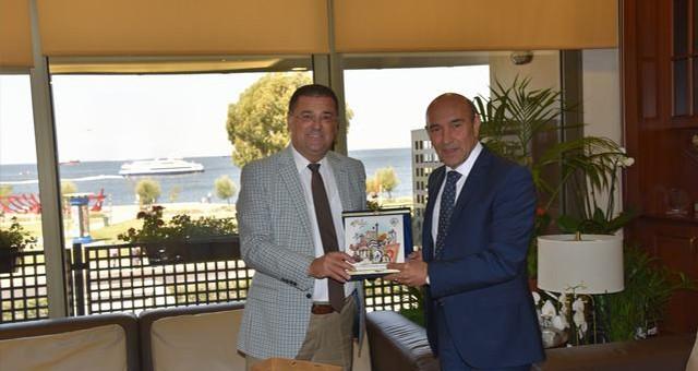 """Başkan Tokat'tan İzmirli Başkanlara """"hayırlı olsun"""" ziyareti"""