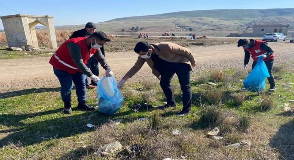 Kilis'te Gönüllü Gençler Seve Barajı'nda Temizlik Yaptı