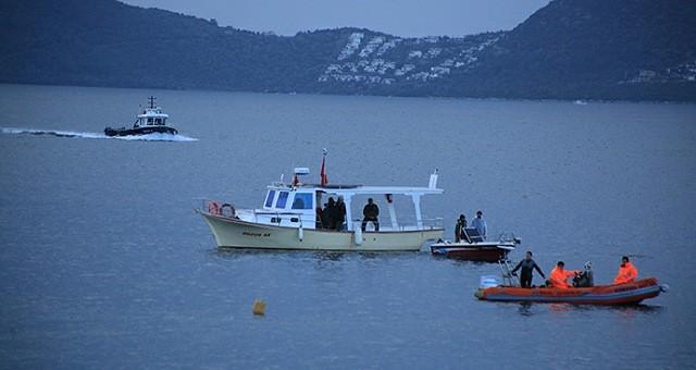 Teknesi kıyıya vurdu, balıkçı kayıp