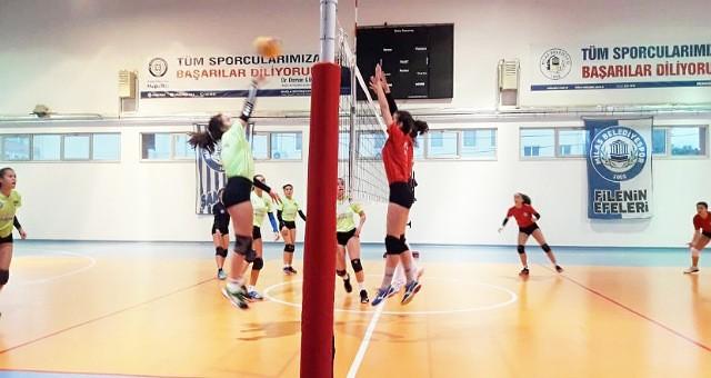 Yıldız Kızlar voleybol ligi devam ediyor