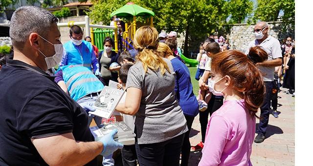 Milas Belediyesi'nden çocuklara Nutuk hediyesi