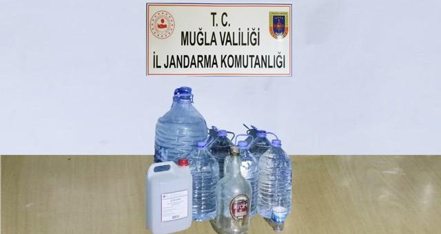 Bodrum'da öldüren kaçak içkiyi yapan şahıs,44 litre sahte alkolle ele geçirildi..