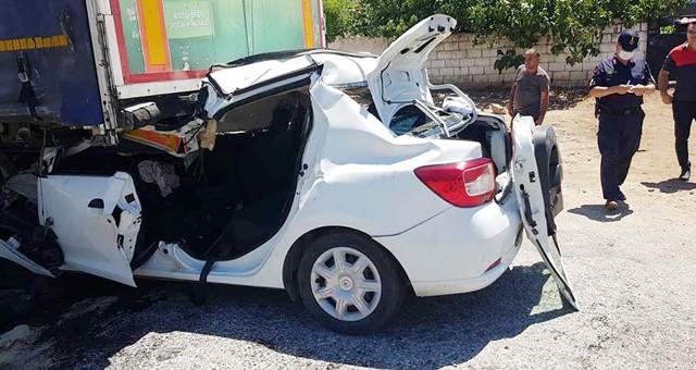Tır'a arkadan çarpan aracın sürücüsü ağır yaralandı