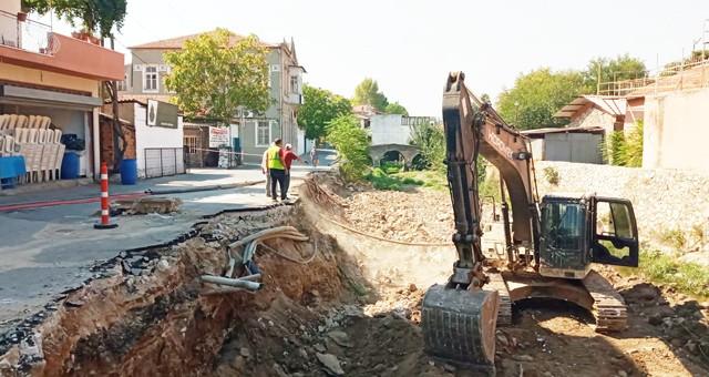 Balavca Deresi'nin çöken istinat duvarı çalışmaları başladı