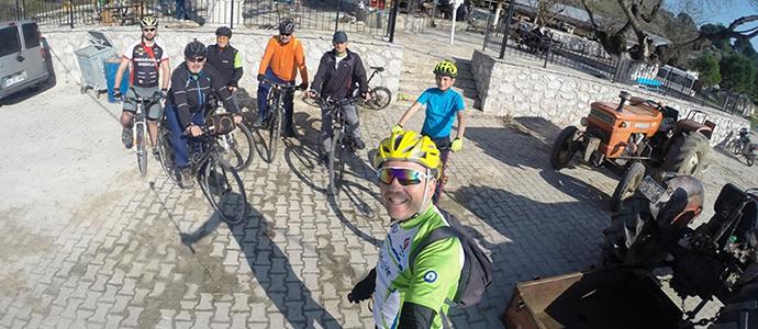 Bisikletli Süvarilere Yol Dayanmıyor