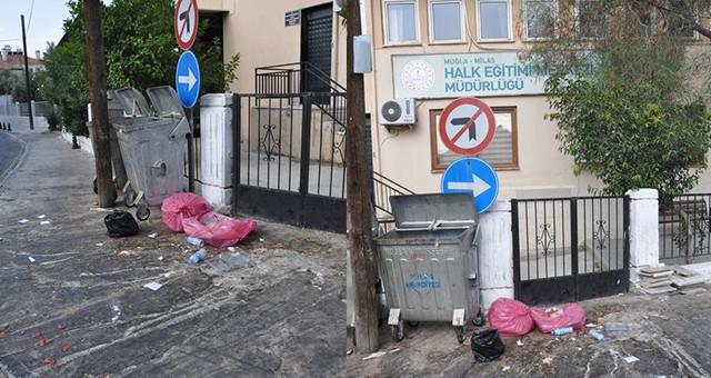 """Halkımızı eğitememişiz…  Milas Halk Eğitim yanındaki """"Çöplük"""", temizlikte sınıfta kaldığımızın göstergesi"""