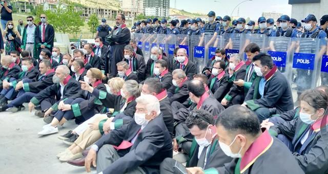 Eğitim Sen'den başkente girişleri engellenen Baro Başkanlarına destek